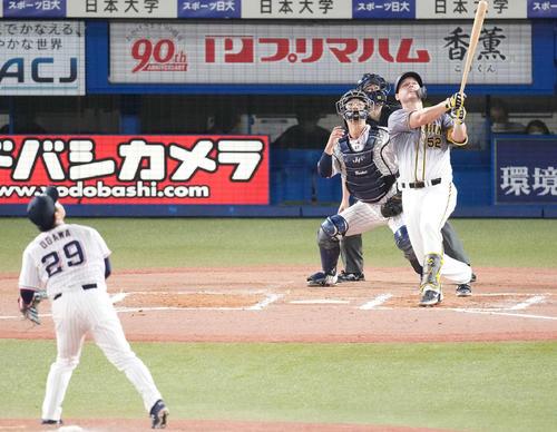 ヤクルト対阪神 6回表阪神2死満塁、左飛に倒れるサンズ。投手小川(撮影・鈴木みどり)