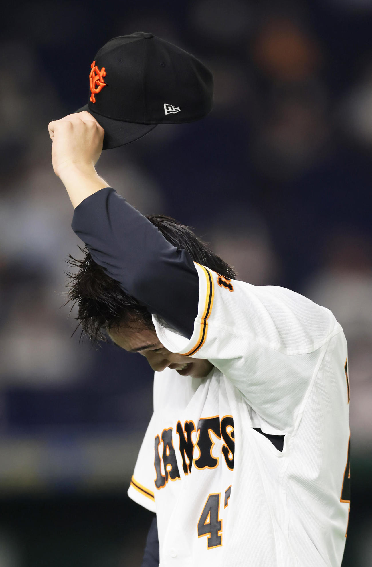 巨人対ヤクルト 4回3失点の巨人高橋(撮影・足立雅史)