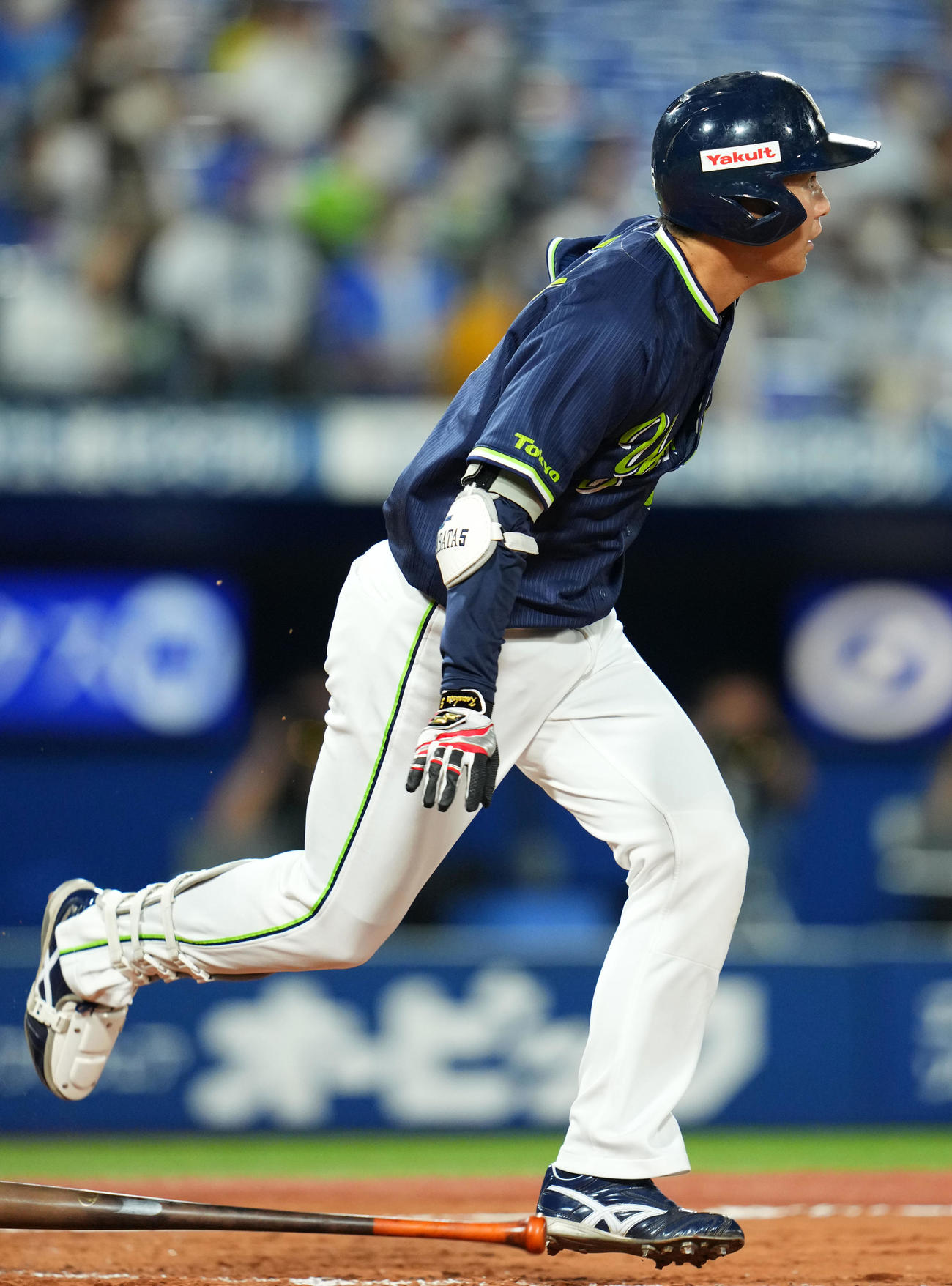 DeNA対ヤクルト 9回表ヤクルト無死、左前二塁打を放つ川端(撮影・横山健太)