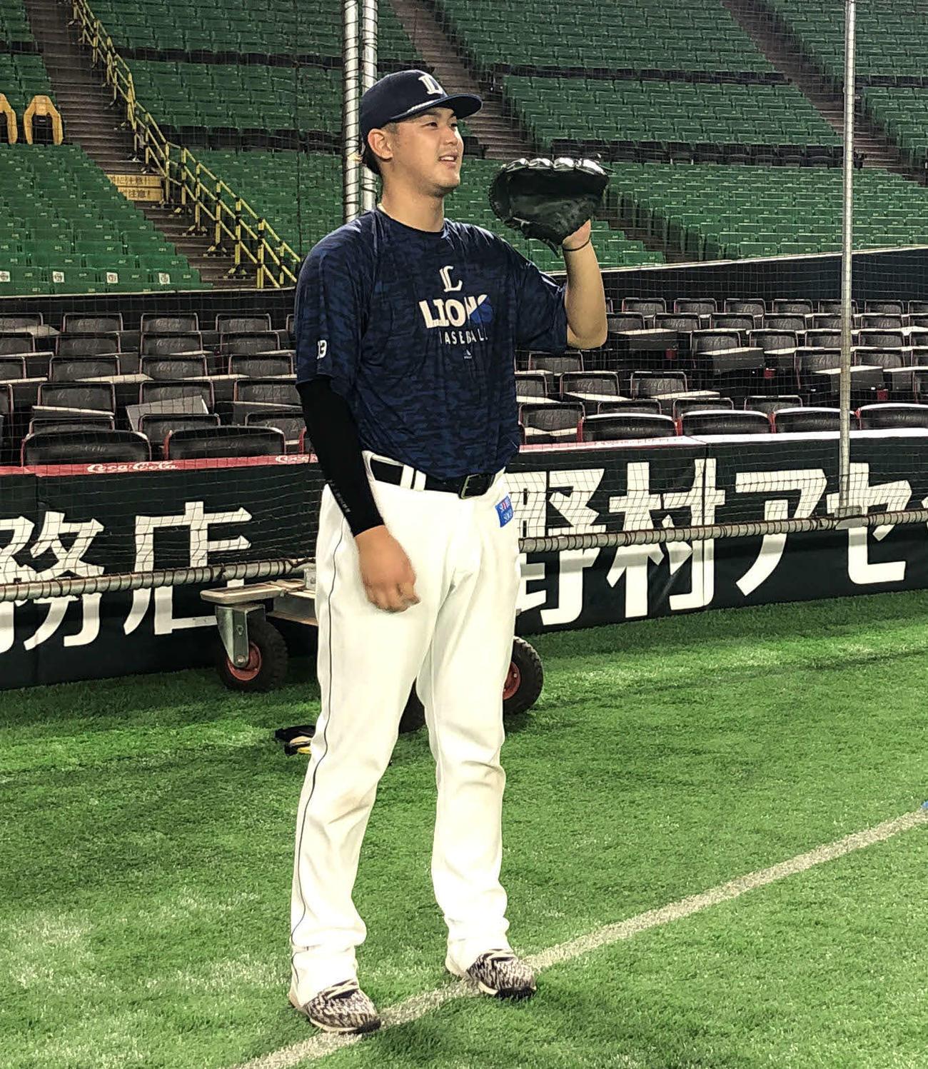 投手練習を行う西武高橋(球団提供)