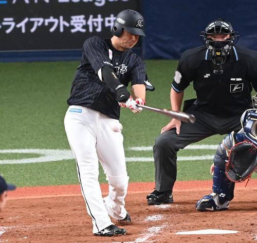 オリックス対ロッテ 3回表ロッテ2死三塁、藤岡は右前適時打を放つ(撮影・前岡正明)