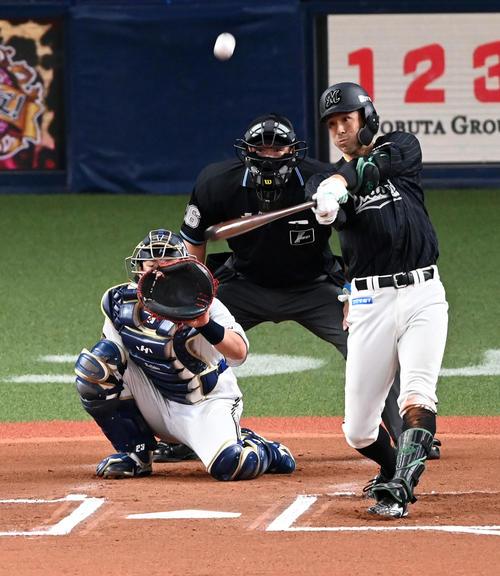 オリックス対ロッテ 6回表ロッテ無死、岡は左越え本塁打を放つ(撮影・前岡正明)