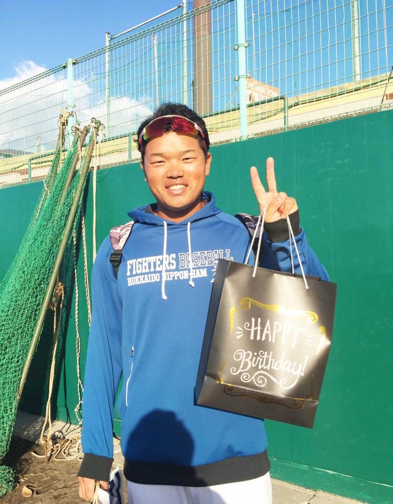 女性ファンに逆チョコ/14日キャンプ写メ日記 - プロ野球 : 日刊スポーツ
