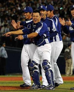 40歳中日谷繁ガッツポーズ「やったぜ!」 - プロ野球ニュース : nikkansports.com