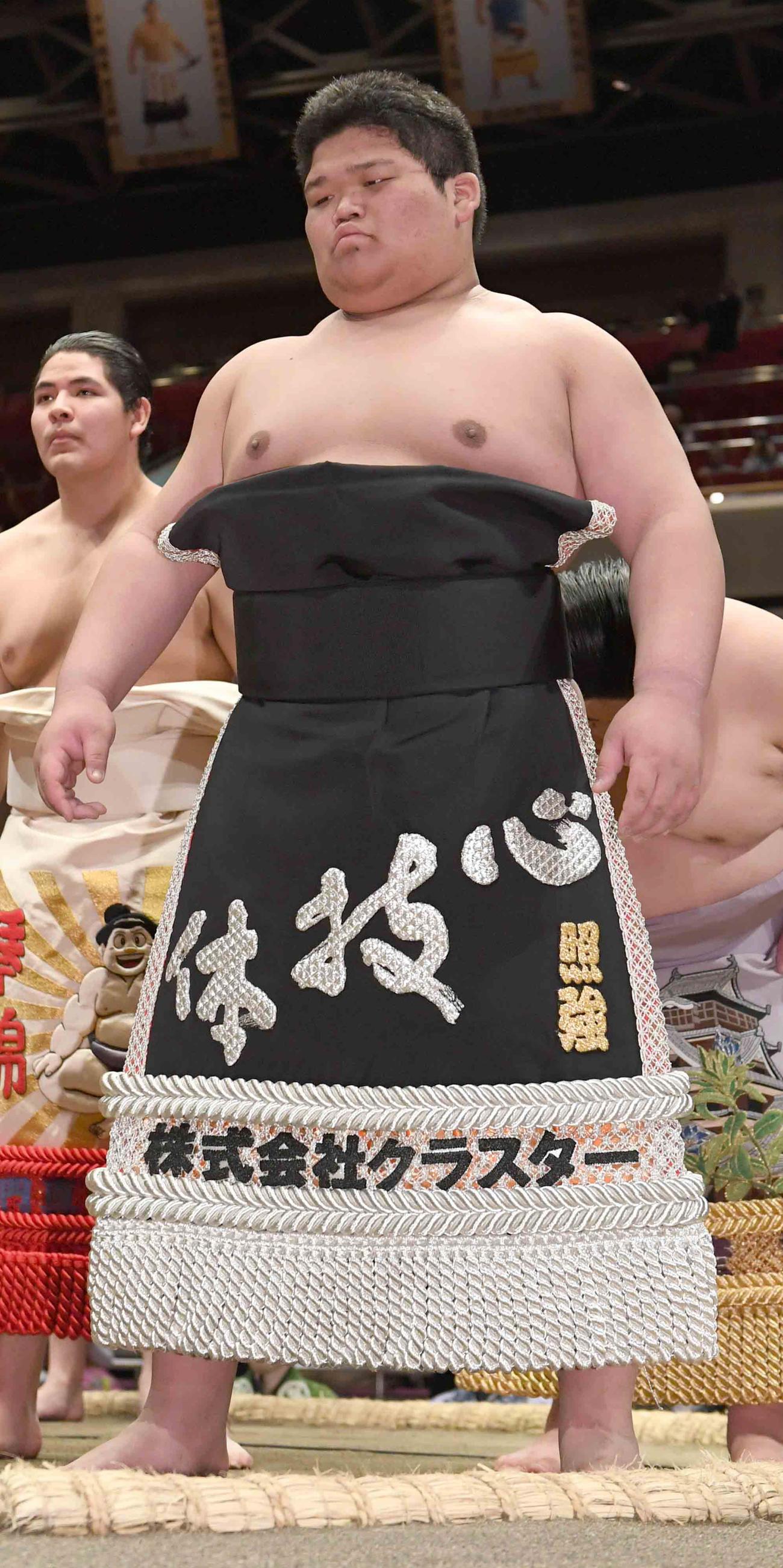 19日、新序出世披露に臨む一番出世の颯富士
