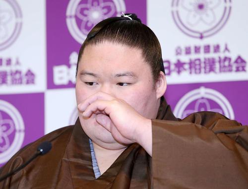 引退会見をする元大関豪栄道の武隈親方(撮影・鈴木正人)