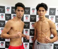 2月の世界挑戦以来の再起戦に臨む日本バンタム級7位の松本亮(左)。右は対戦相手となる日本フェザー級8位佐川遼(撮影・藤中栄二)