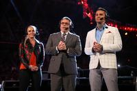 WWEで初のフルタイムでの女性コメンテーターとなったルネ・ヤング(左端)(C)2018WWE,Inc.AllRightsReserved