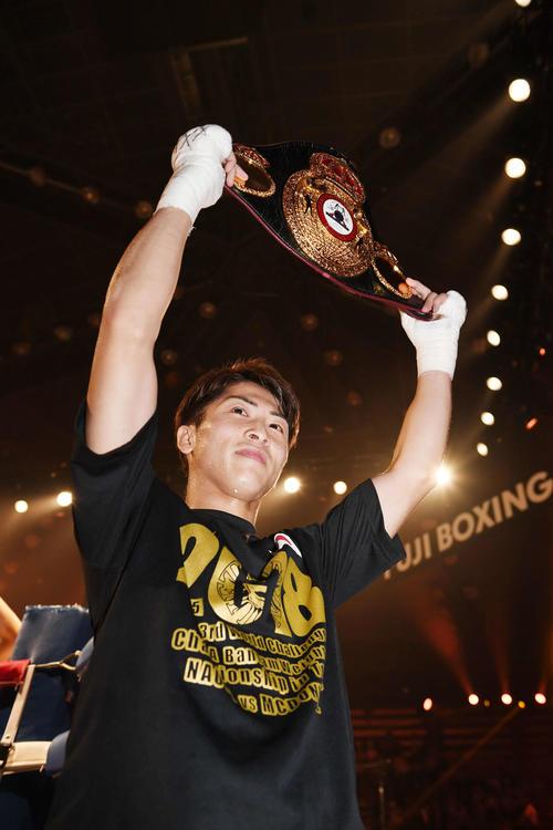 18年5月、3階級制覇を果たしベルトを掲げる井上尚弥