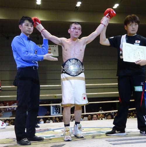 3度目の防衛に成功した日本スーパーフライ級王者の奥本(撮影・加藤裕一)