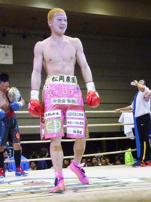 TKO負けで日本ウエルター級王座の5度目の防衛に失敗した矢田(撮影・加藤裕一)