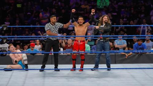 ギャラハー(左端)を下した戸沢(左から2番目)(C)2019 WWE, Inc. All Rights Reserved