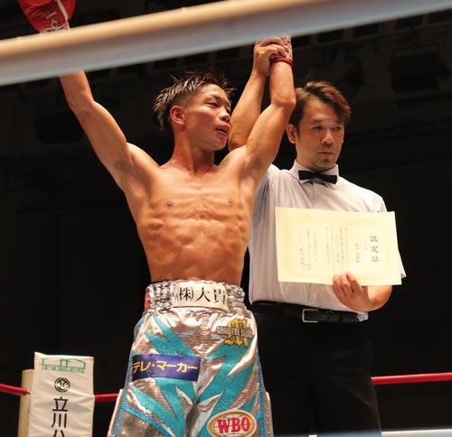 日本ミニマム級最強挑戦者決定戦で判定勝利した谷口将隆