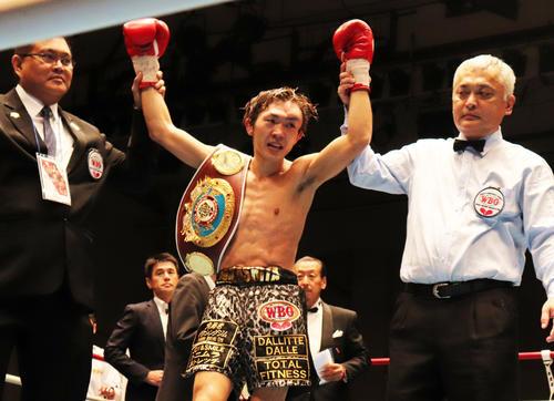 逆転KO勝ちで初防衛したWBOアジア・パシフィック・フライ級王者阪下優友(撮影・高場泉穂)