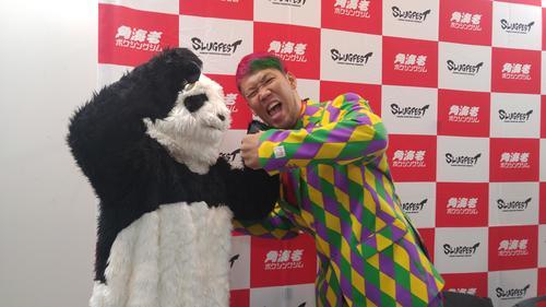 WBOインターナショナルとWBCシルバー・ヘビー級タイトル戦の会見を行った藤本京太郎。強敵デュボアをイメージしたパンダにパンチ