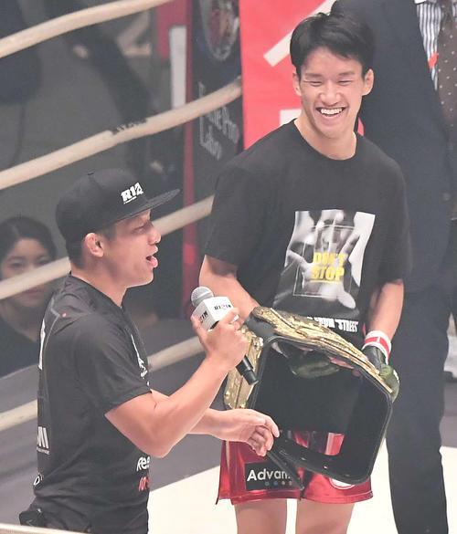 堀口恭司(左)と朝倉海(2019年10月12日撮影)