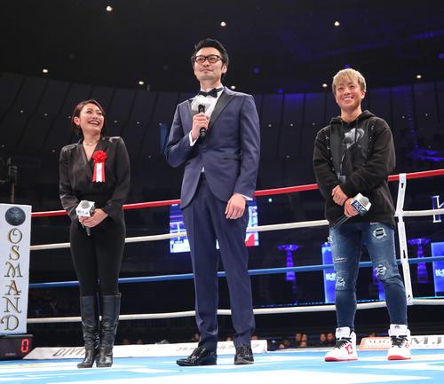 ゲストでリングに上がる、左から安藤美姫、佐藤嘉洋、KANA(撮影・河田真司)