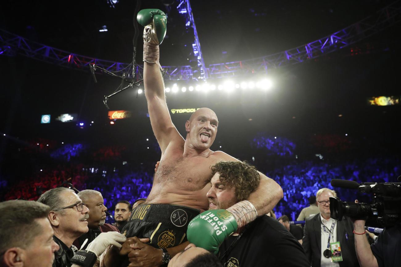 ワイルダーに7回TKO勝ちし王座に返り咲いたフューリー(AP)