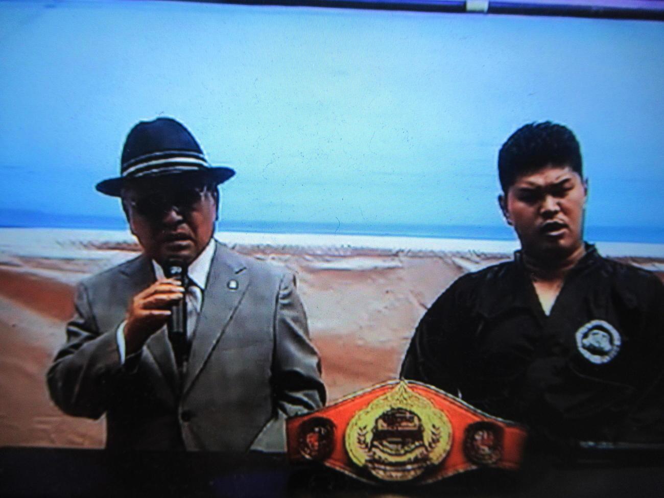 試合後、勝者の高橋選手と会見に臨む山根会長(左)(高橋知哉インスタグラムより)