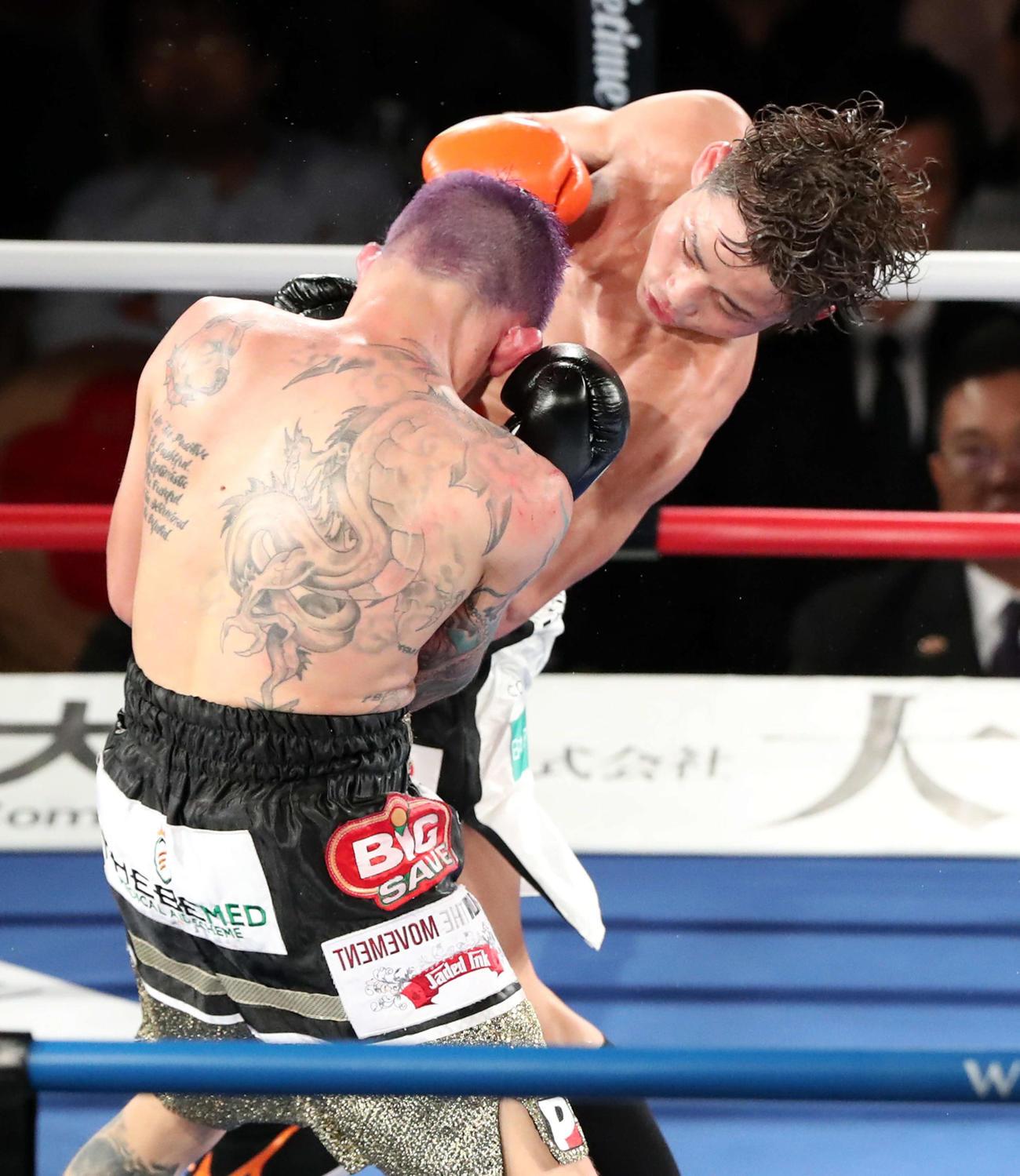 18年12月、辰吉丈一郎直伝の左ボディーを集めて王者を弱らせ、WBAスーパー世界ライトフライ級王座を獲得