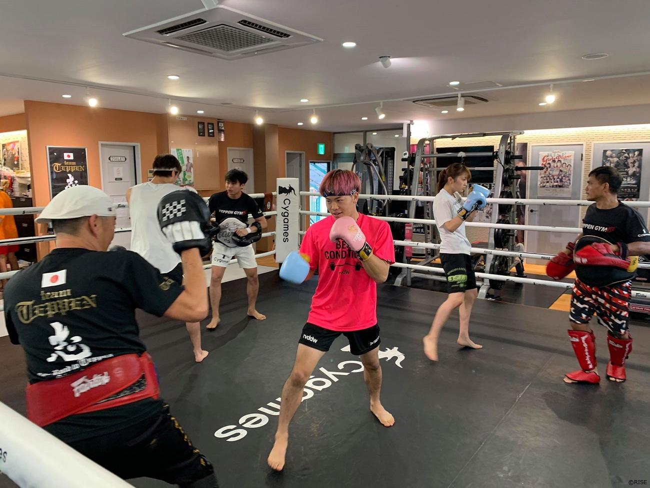 12日の試合に向けオンラインで練習公開した那須川天心(RISE提供)