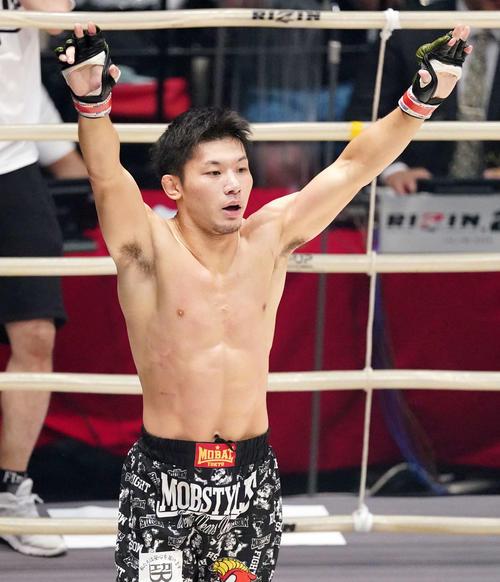 斎藤裕対摩嶋一整 2回TKO勝ちし喜ぶ斎藤(撮影・江口和貴)