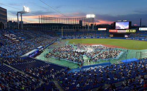 新日本プロレス神宮球場大会は新型コロナウイルス感染対策に基づき観客同士が十分なソーシャルディスタンスを保っていた。来場者は4710人だった(撮影・小沢裕)