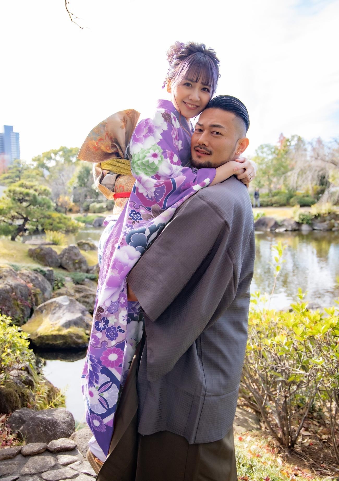 交際約4カ月でスピード結婚したK-1クルーザー級の愛鷹亮(右)と元AKB佐藤すみれ(本人提供)