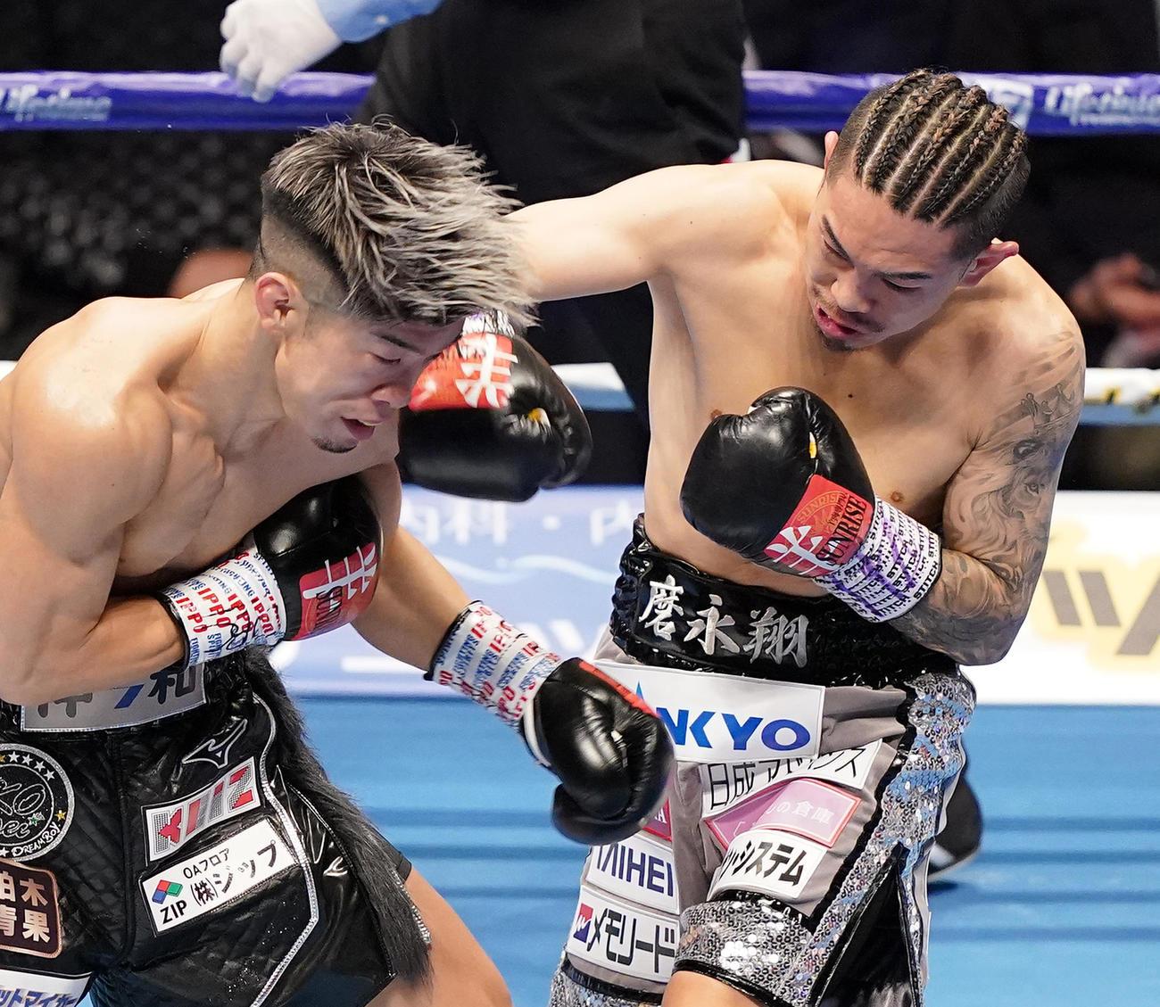 2回、田中(左)の顔面に右フックを入れる井岡(2020年12月31日撮影)