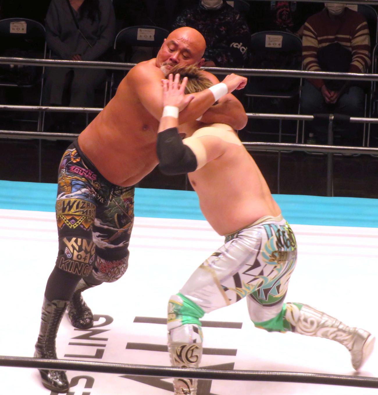 GHCヘビー級王者潮崎(右)と最後の前哨戦に臨んだ武藤