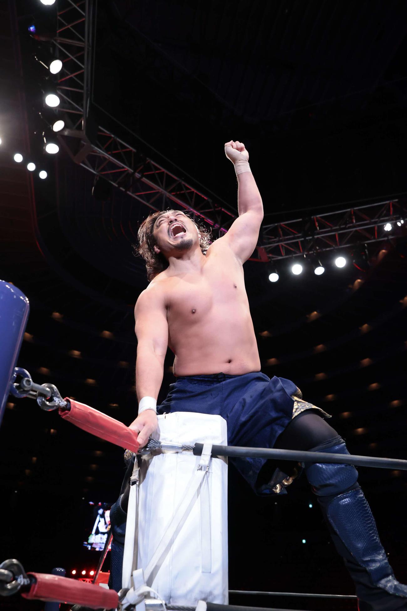 コーナーに上り、雄たけびを上げる後藤洋央紀(新日本プロレス提供)