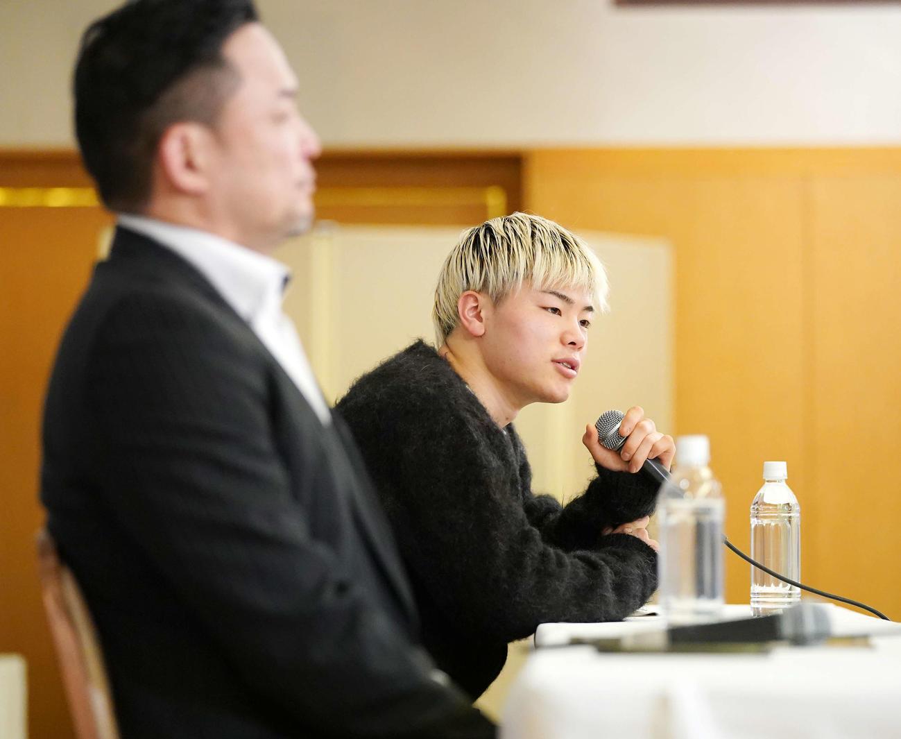 RISE横浜大会の一夜明け会見に臨む那須川天心(撮影・江口和貴)