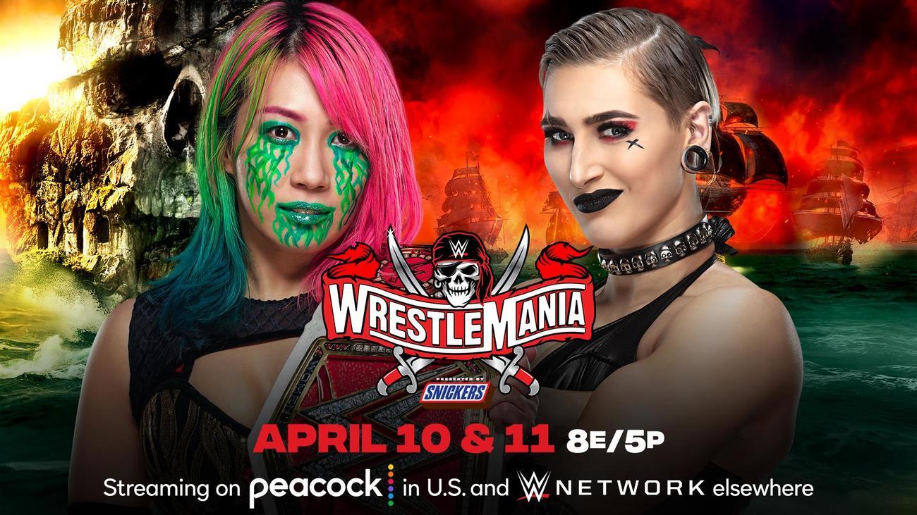 レッスルマニア37大会でリプリー(右)との防衛戦に臨むロウ女子王者アスカ(C)2021 WWE, Inc. All Rights Reserved.
