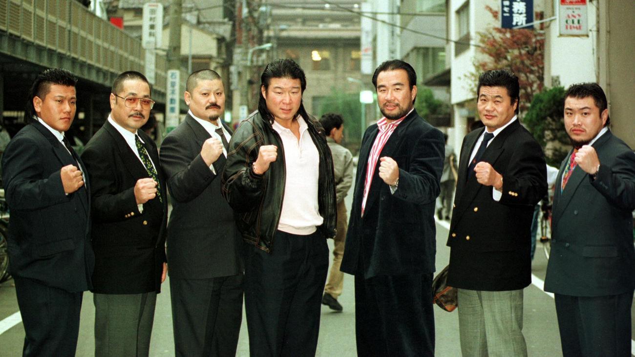 ザ・グレート・カブキ(左から2人目)ら平成維新軍のメンバー(1994年12月12日撮影)