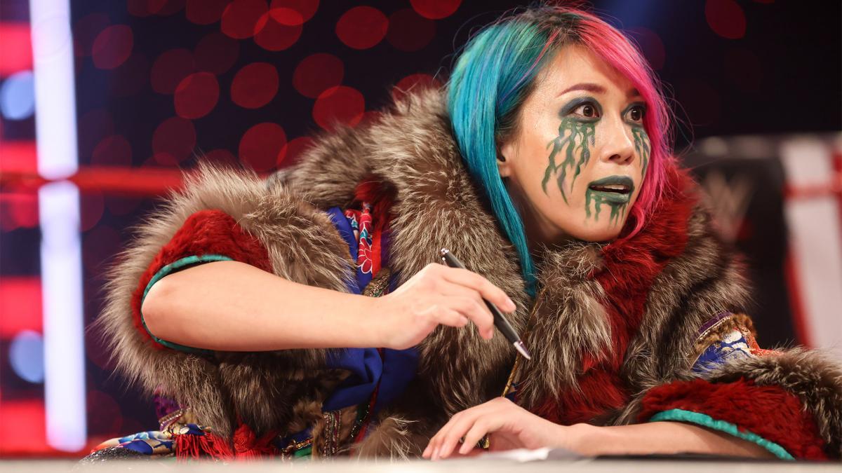 レッスルマニア37大会で開催されるロウ女子王座戦の調印式に臨んだ王者アスカ(C)2021 WWE, Inc. All Rights Reserved.