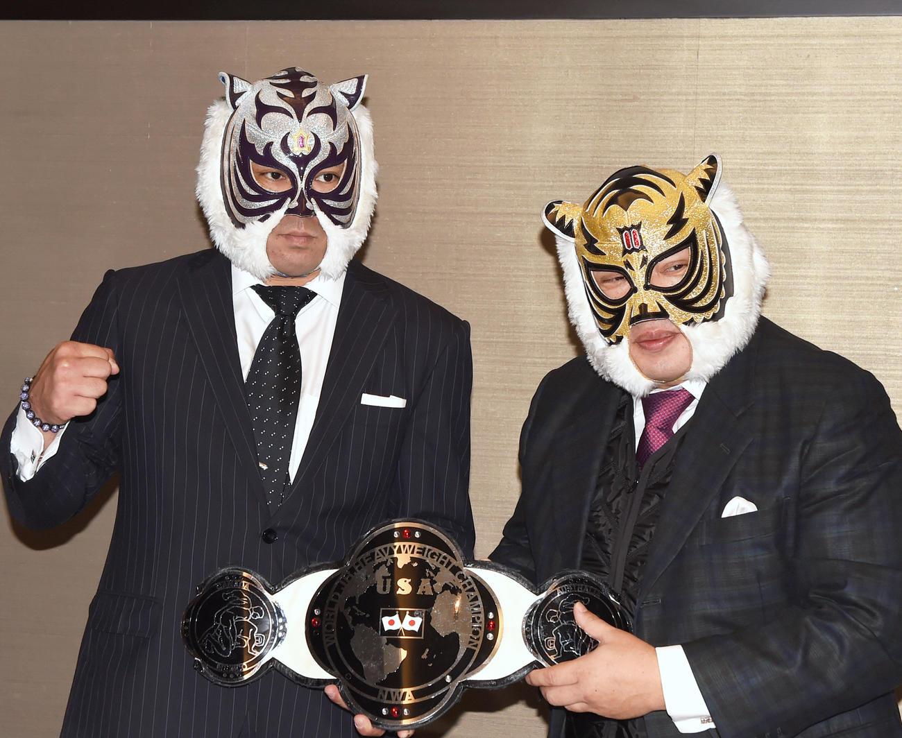 スーパー・タイガーと初代タイガーマスクこと佐山サトル(2017年11月24日撮影)
