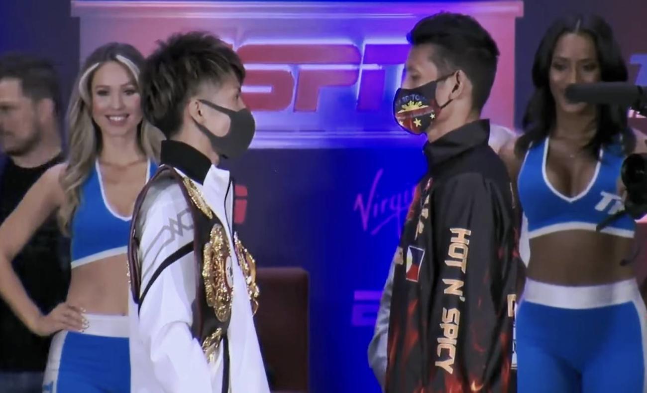 会見後、挑戦者ダスマリナス(右)とフェースオフするWBAスーパー、IBF世界バンタム級王者井上(大橋ジム提供)