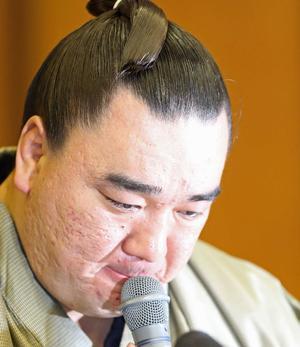 日馬富士の表情は曇ったままだった(撮影・梅根麻紀)