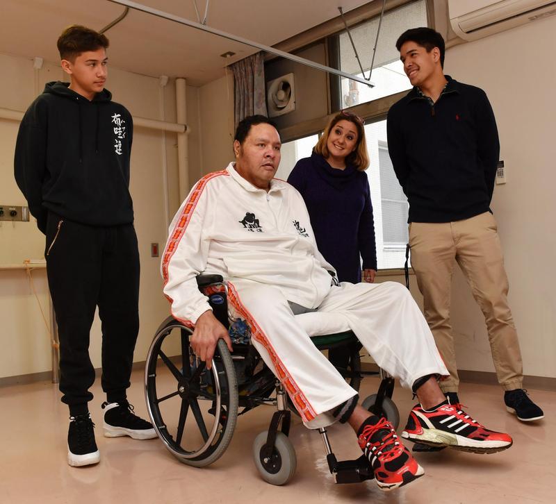 【悲報】アントニオ猪木さん車椅子に乗らないと異動できないヨボヨボだった…  [247120801]->画像>21枚