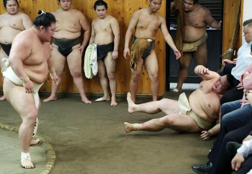 稀勢の里手応えも北の富士氏「悪いもの見ちゃった」 - 大相撲 : 日刊スポーツ