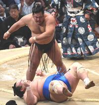 松鳳山は琴奨菊と1分半近い熱戦制す「きつい」 - 大相撲 : 日刊スポーツ