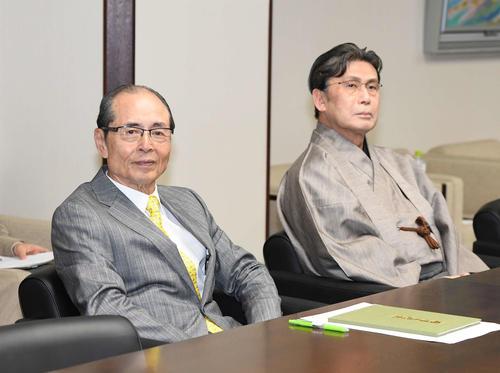 第1回「大相撲の継承発展を考える有識者会議」に出席した王貞治氏(左)、松本白鸚(撮影・鈴木みどり)