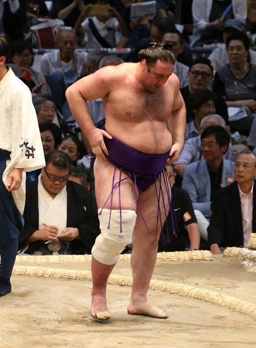 大相撲名古屋場所 朝乃山に敗れて5連敗となった栃ノ心(撮影・白石智彦)