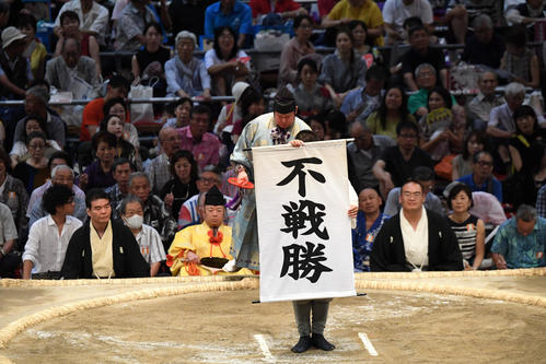 大相撲名古屋場所11日目 白鵬と対戦する高安は不戦勝となる(撮影・奥田泰也)