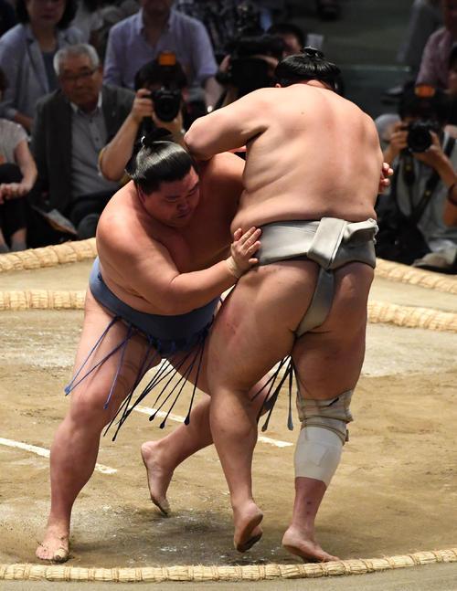 大相撲名古屋場所12日目 正代が寄り切りで北勝富士に勝利する(撮影・奥田泰也)