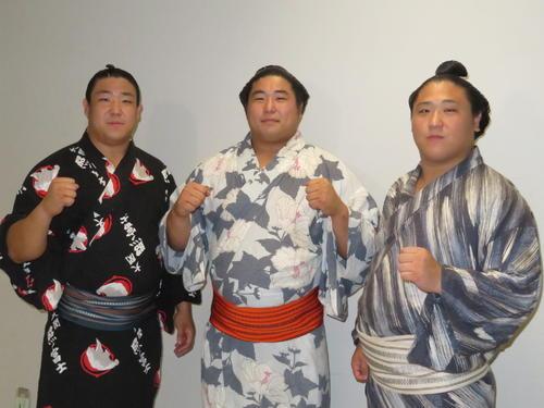 地元福島市で行われた巡業に参加した「大波3兄弟」の、左から長男・若隆元、次男・若元春、三男・若隆景