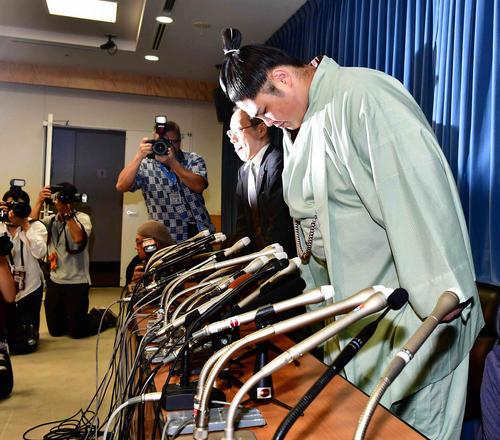 一連の暴行騒動に対する日本相撲協会の事実上の引退勧告に対し会見に臨む貴ノ富士(撮影・小沢裕)