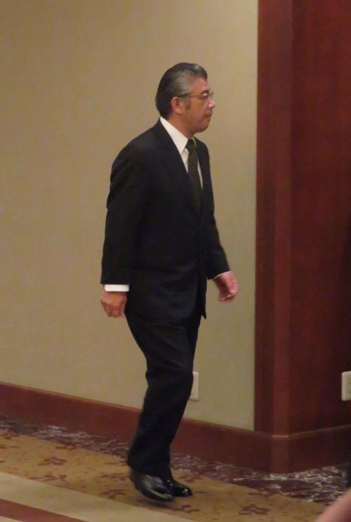 相撲協会の理事会に招き入れられる拓郎