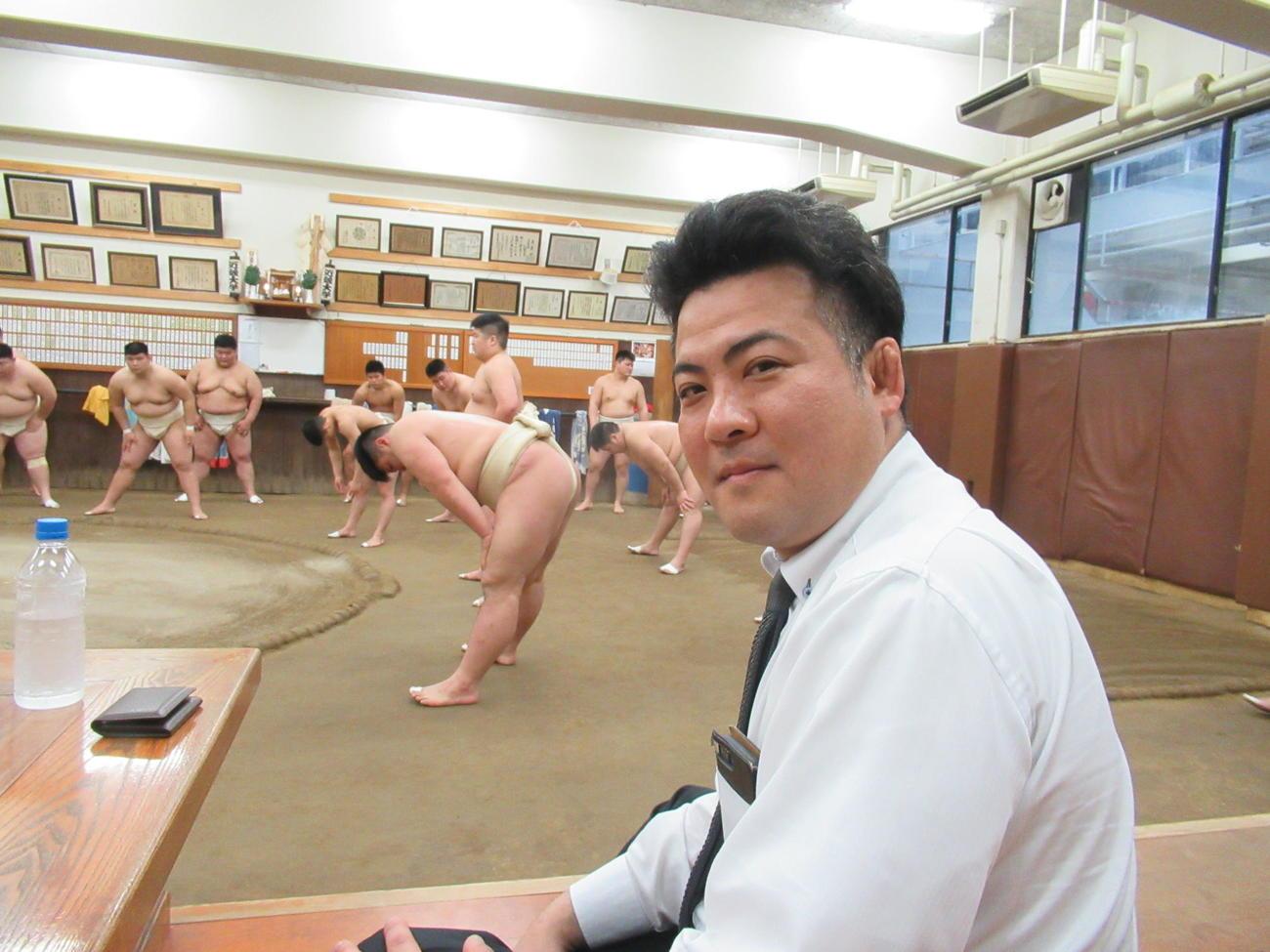 1日付で就任した近大相撲部の阿部新監督(撮影・実藤健一)