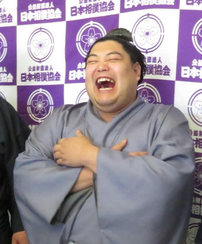 大相撲冬巡業で大笑いする阿炎(18年12月21日撮影)